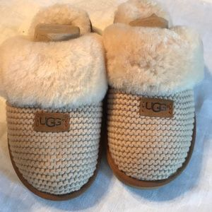 NIB UGG Cozy Knit slipper in cream.